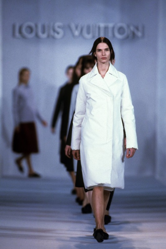 Uno-scatto-dalla-sfilata-Louis-Vuitton-collezione-ai-1998-e1380808076678