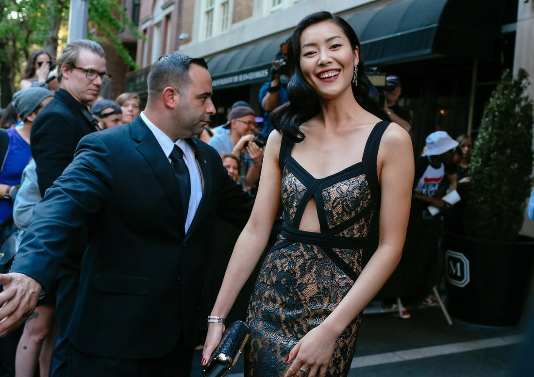 met-gala-2015-phil-oh-entrances-exits-021
